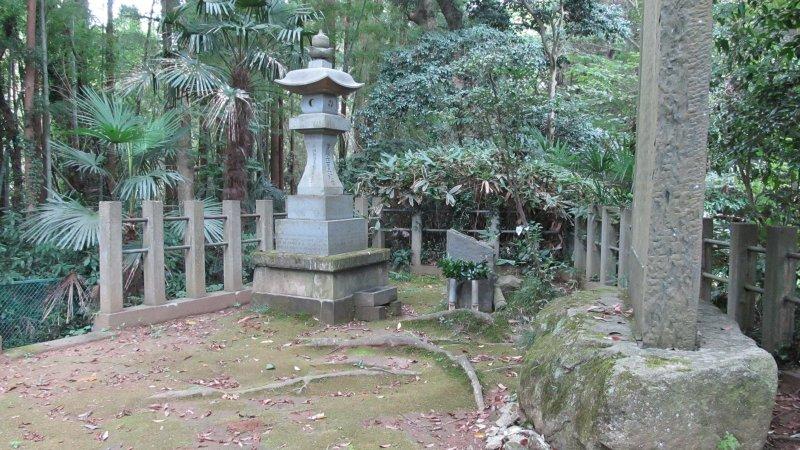 Katori Jingū, hrob zakladatele